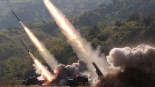 Armement: le monde compte moins d'armes nucléaires mais elles sont plus modernes