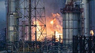 Etats-Unis: les images impressionnantes de l'incendie monstre d'une raffinerie à Philadelphie