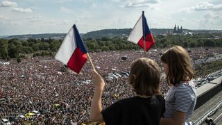 République tchèque: 250'000 personnes défilent à Prague pour exiger le départ du premier ministre
