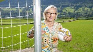 «Le football féminin ne doit pas imiter celui des hommes», dixit Madeleine Boll, pionnière du foot féminin en Suisse