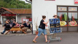Un village allemand achète tout un stock de bières pour «nuire» à un festival néonazi