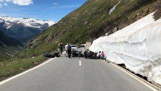 Deux motards blessés dans une collision frontale sur la route du col du Nufenen