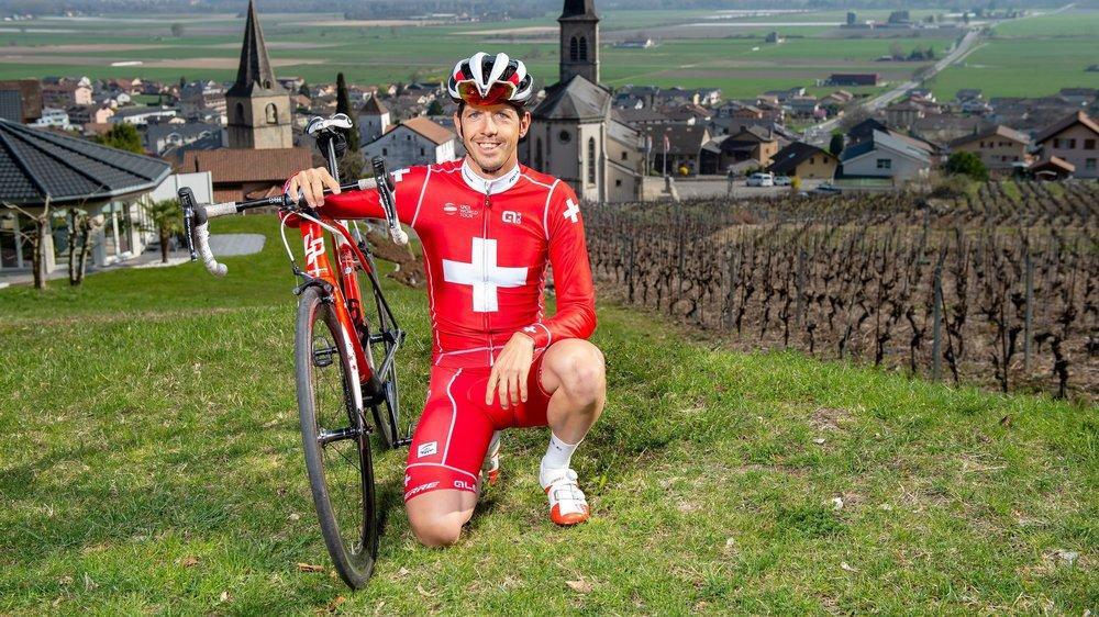 Steve Morabito pose une dernière fois avec le maillot de champion de Suisse. Il l'a porté durant une année.