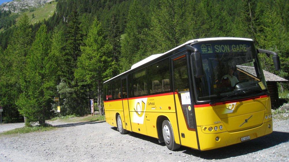 Car Postal se dote doucement de véhicules hybrides ou électriques mais la majorité de ses bus roulent toujours au pétrole.