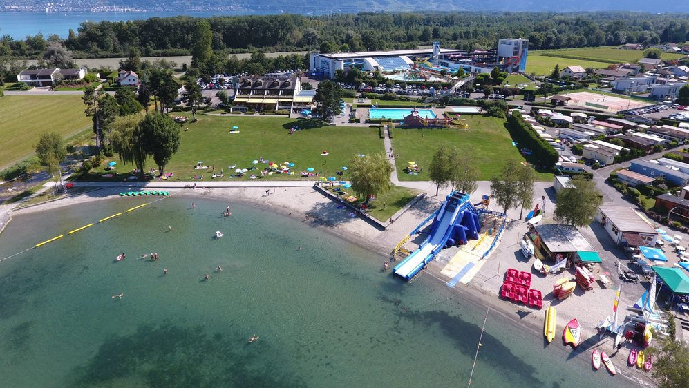 Si la piscine se situe sur une parcelle privée, une partie de la plage appartient au canton du Valais.