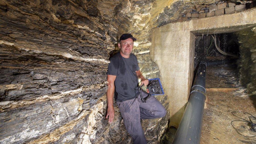 Louis Berclaz nous a emmenés à la découverte de la source de Raugéa, qui alimente en eau le village de Mollens. Durant la fonte des neiges, jusqu'à 6000 lites d'eau par minute sont enregistrés à cet endroit.