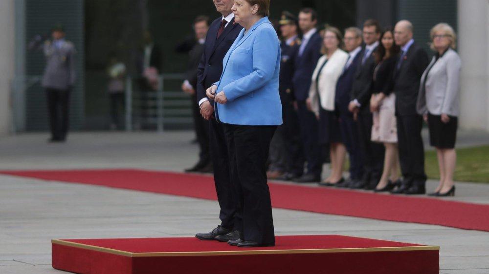 Angela Merkel a encore tremblé