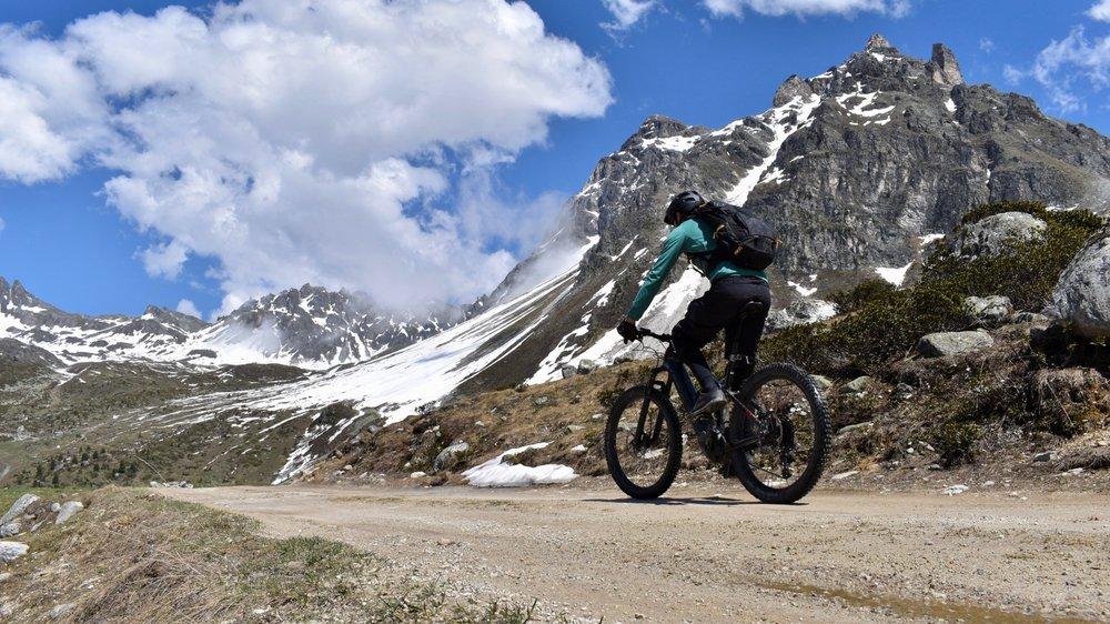 Pour développer leur tourisme estival, les stations valaisannes proposent une panoplie d'activités comprenant bien souvent authenticité, efforts physiques et sensations fortes. Avec une activité particulièrement à la mode: le e-bike.