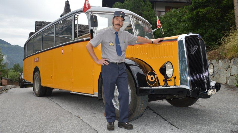 Passionnée de vieille mécanique, Sébastien Bonnard a rénové un bus CarPostal de 1941. Ce modèle de type cabriolet est particulièrement rare en Suisse.