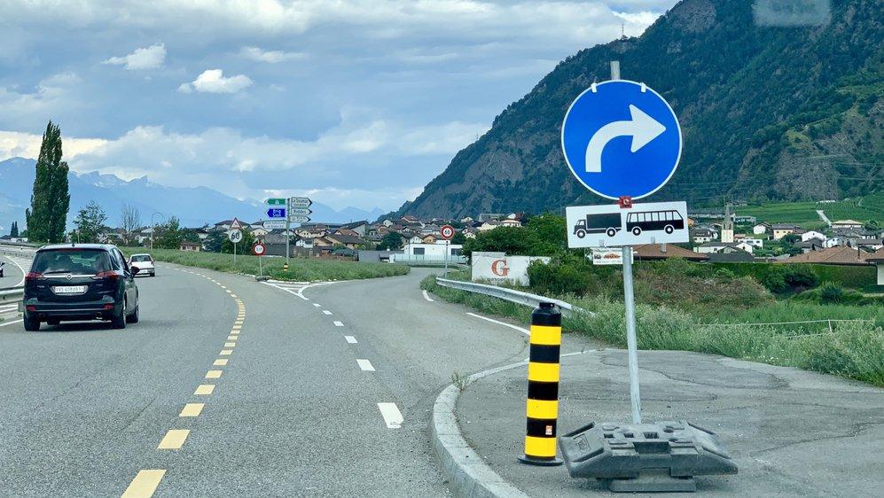 Peu après Hornbach, les camions et cars arrivant de Saxon sont dirigés vers le village de Riddes. Plus question d'emprunter le viaduc.