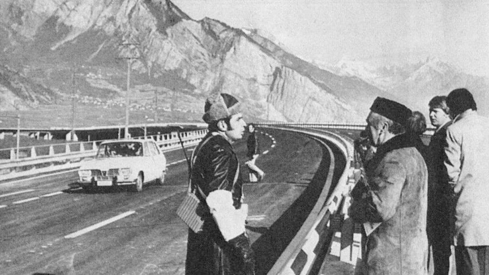 Photo d'archive de l'inauguration du viaduc de Riddes en novembre 1976.