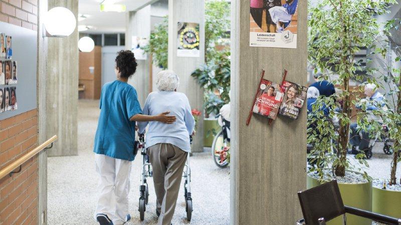 Le domaine des soins et de la santé sera l'un des plus touchés, avec l'enseignement (illustration).