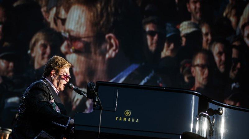 Elton John a foulé les planches peu après 20h00 devant plus de 15'000 personnes.