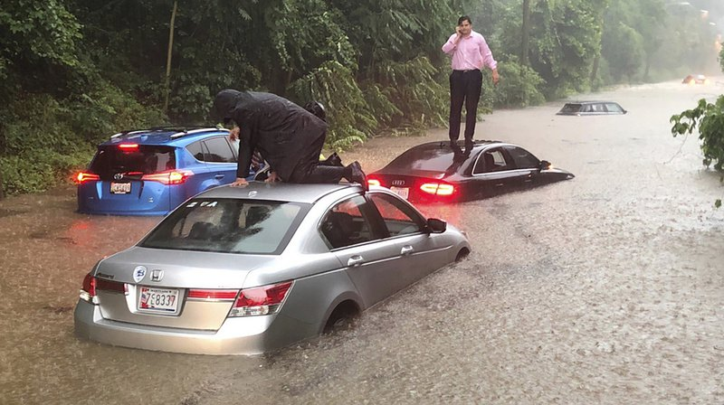 De nombreux automobilistes ont été piégés par la montée rapide des eaux.