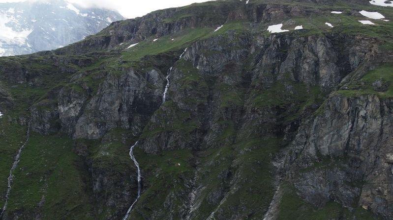 Le randonneur hollandais a glissé sur un névé avant de faire une chute de 200 mètres dans un couloir.