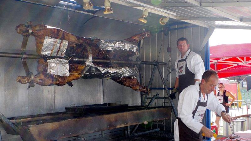 Le bœuf de 300 kilos attend les gourmets le 21 juillet sur la place du village d'Anzère.