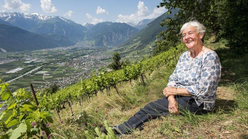 Sur les hauts de Fully, Marion Granges cultive non seulement la vigne mais aussi des herbes aromatiques et un jardin en permaculture.