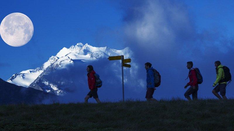 Plusieurs sorties sous la lune sont prévues ce samedi dans le cadre de la Nuit suisse de la randonnée.
