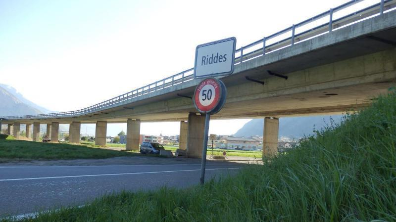 Le viaduc au départ de Riddes, par la route cantonale, puis les voies CFF.