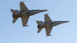 Deux F/A-18 ont pris en chasse un avion italien dans le ciel suisse