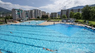 Sion: la piscine extérieure de la Blancherie vue des coulisses
