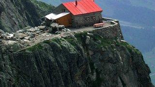 A la cabane de l'A Neuve, il va créer une oeuvre d'art à 2735 m de haut