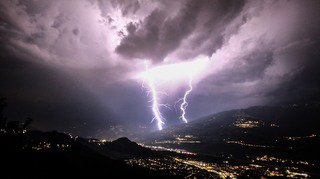Valais: 718 éclairs enregistrés à Sion pour une nuit électrique sur tout le canton