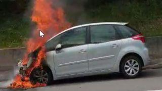Saint-Triphon: une voiture en feu sur l'autoroute A9