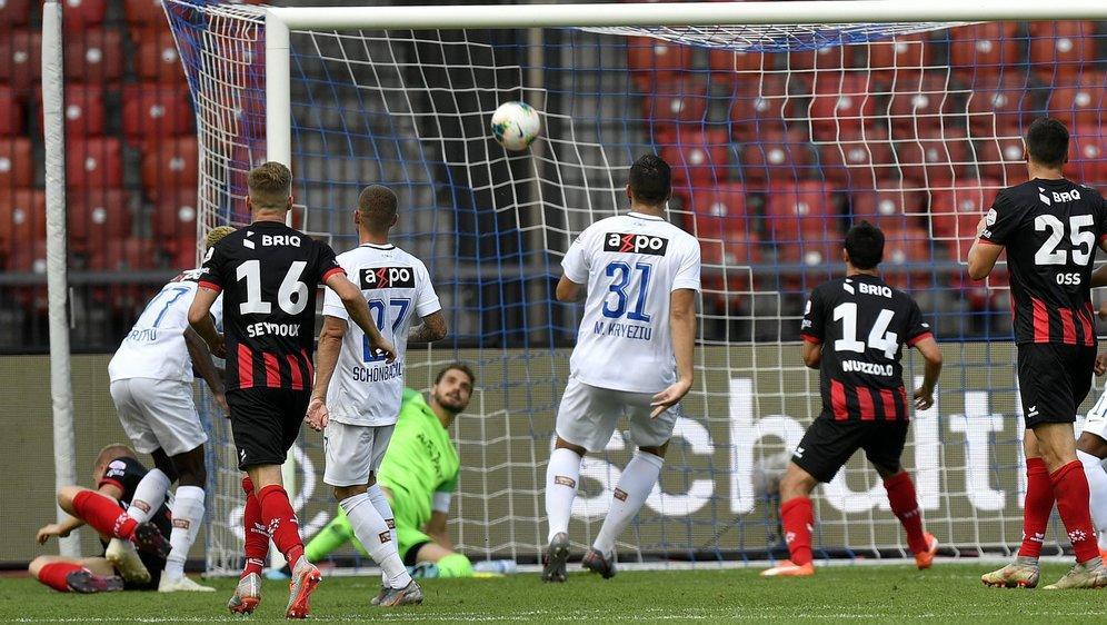Gaëtan Karlen retombe au sol après sa reprise en bicyclette pendant que le ballon secoue les filets du FC Zurich.