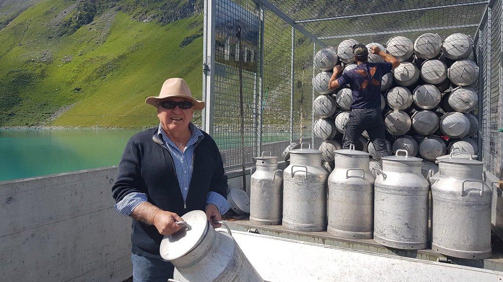 L'artiste du Jura français, Gérard Benoît à la Guillaume, anime des boilles à lait depuis dix ans.