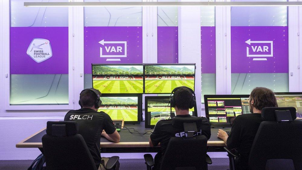 Les matchs seront scrutés en direct par un VAR (arbitre d'assistance vidéo), son assistant et un technicien.
