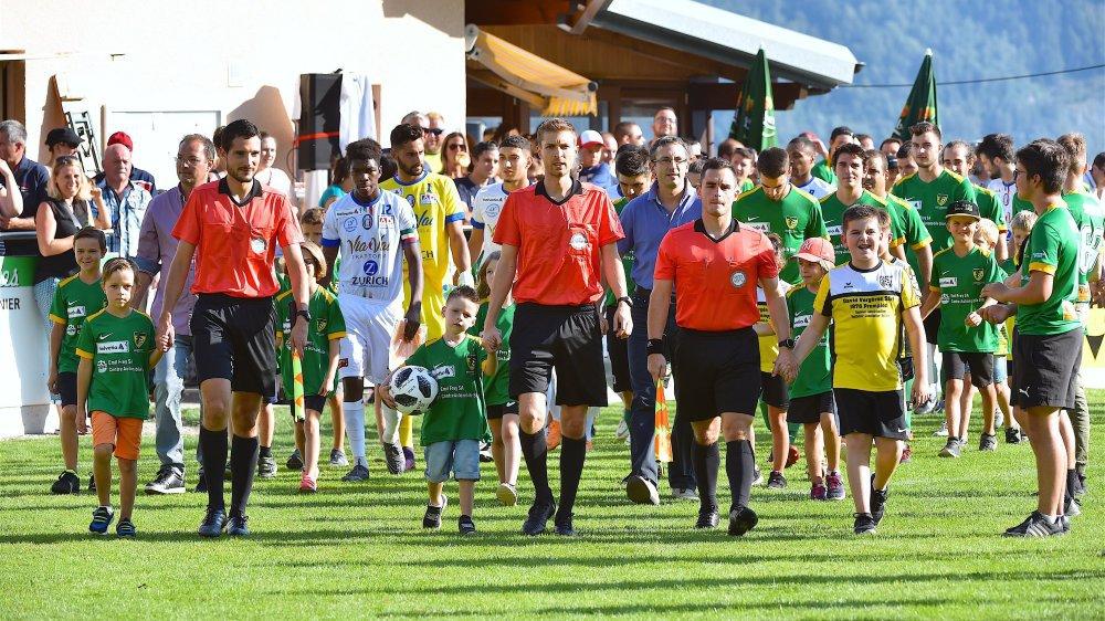 Les nombreux supporters erdois n'avaient pas attendu la rentrée des principaux protagonistes pour mettre le feu au Stade du Baudet.