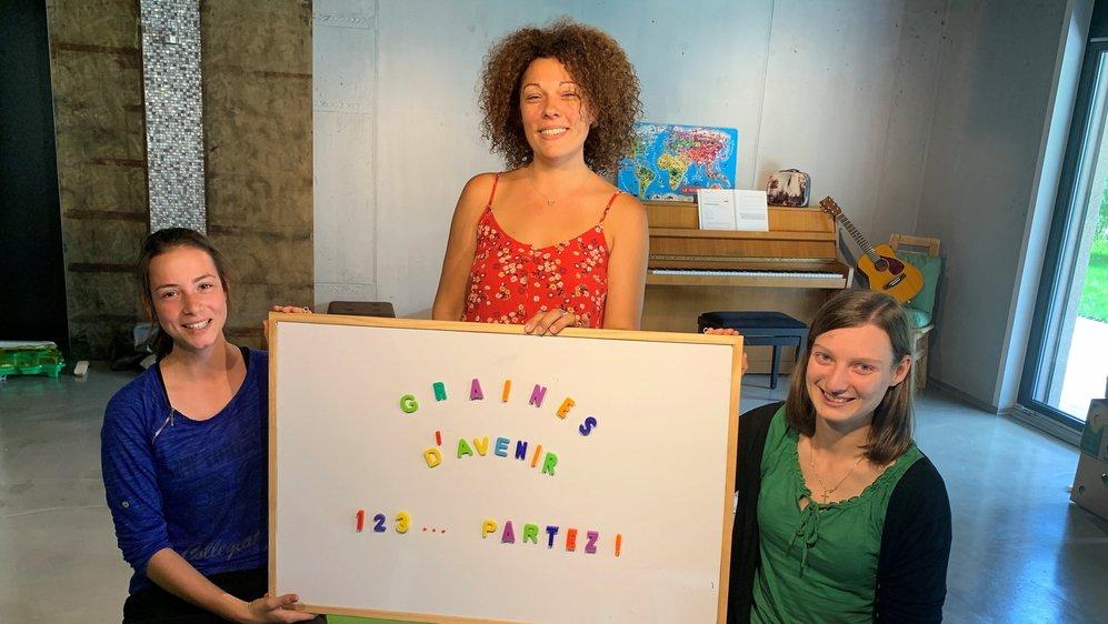 Catherine Niclas (au centre), l'une des fondatrices de l'école et enseignante, Catherine Bruchez, stagiaire enseignante (à gauche) et Marie Oberson, enseignante, sont prêtes à accueillir les premiers élèves lundi.