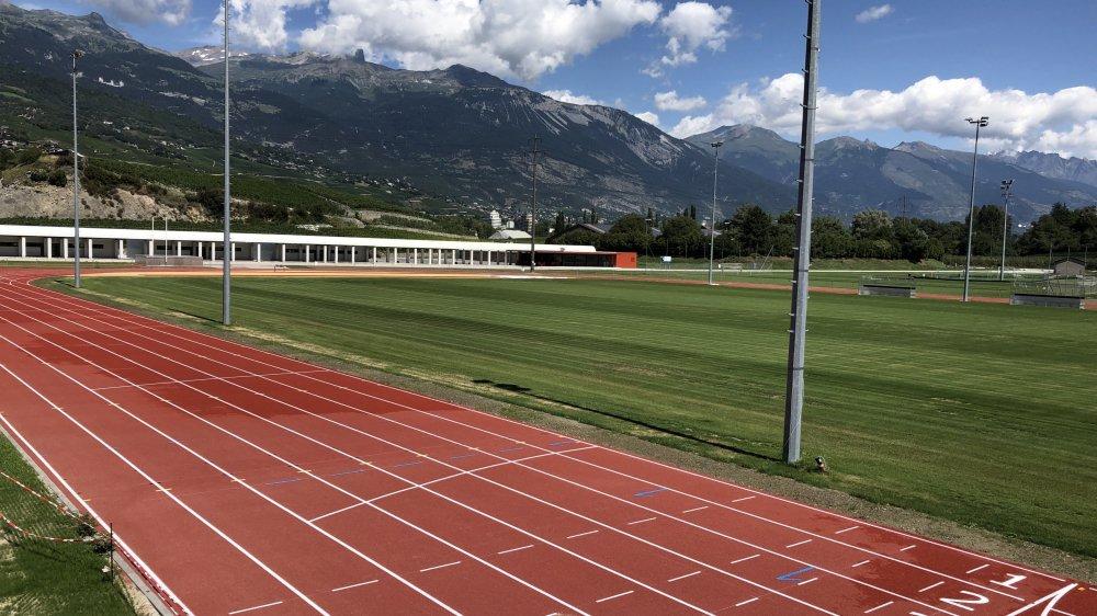 Une piste d'athlétisme longue de 400 mètres a été ajoutée au complexe sportif d'Ecossia, à Sierre. L'éclairage du site doit encore être finalisé.