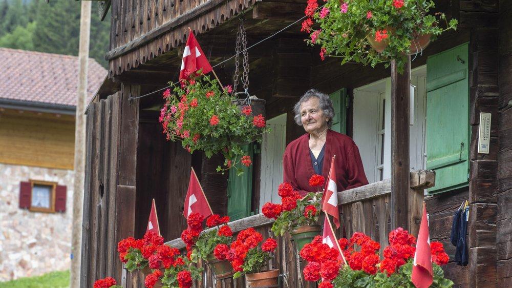 Lina Rouiller, 94 ans, en avait 19 quand elle sortit sur ce même balcon pour voir passer les avions allemands.