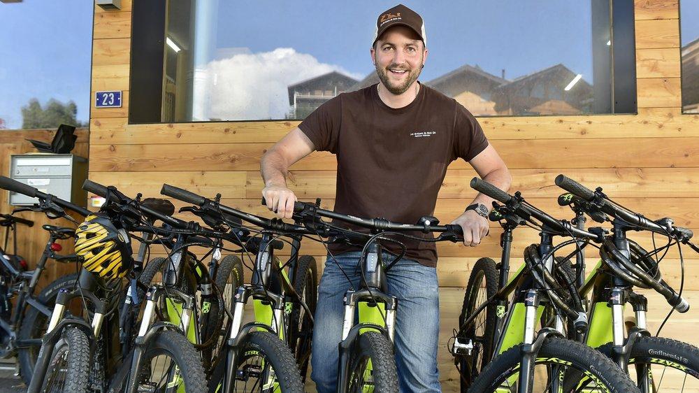 Maxime Métrailler, patron des Artisans du Bois à Nendaz, met à la disposition de ses employés des vélos électriques.