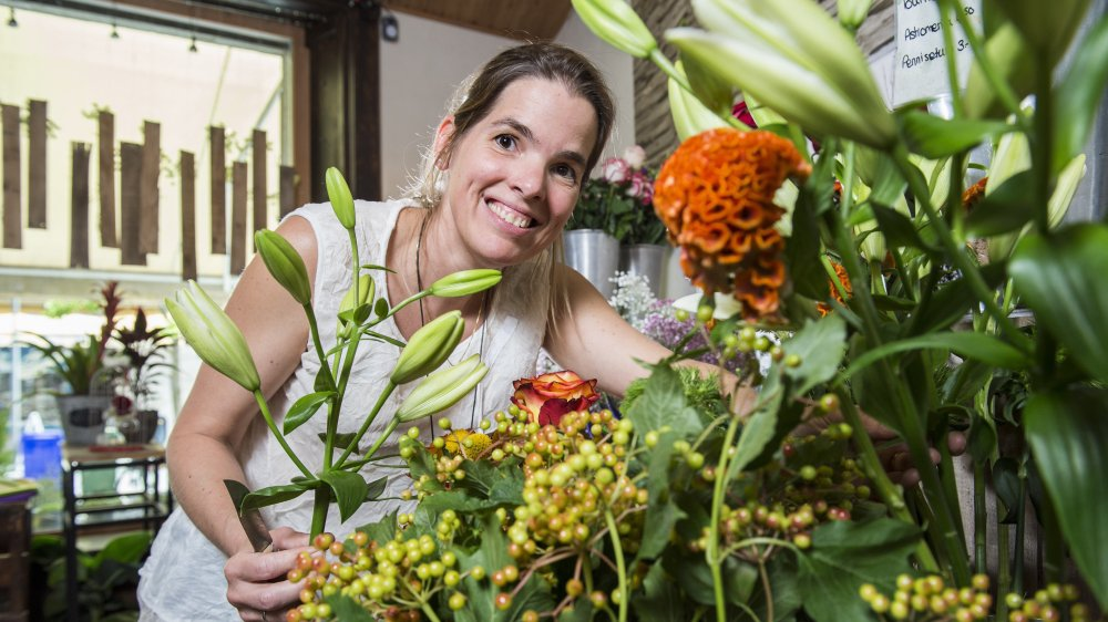 Depuis quinze ans, la fleuriste passionnée est gérante de la boutique Des Lys & Délices à Sion.