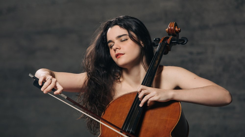 Estelle Revaz n'a pas fini d'explorer le potentiel de son nouveau violoncelle, un Grancino du XVIIesiècle.