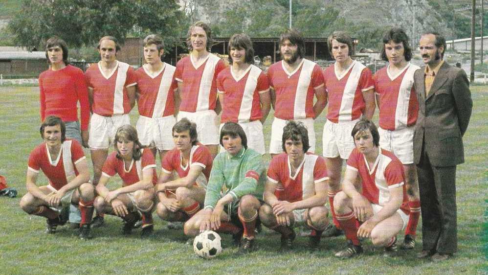 La formation du FC Rarogne à ses plus belles heures. Immortalisée en photo pendant la saison 1973/1974, celle de la première promotion en ligue nationale B.