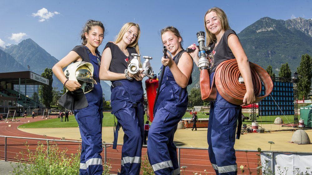 Léna Dussex, Céline Schmid, Dayana Brülhart et Aisha Stillhart (de g. à dr.), quatre jeunes sapeurs-pompiers valaisannes prêtes à briller au championnat du monde de Martigny.