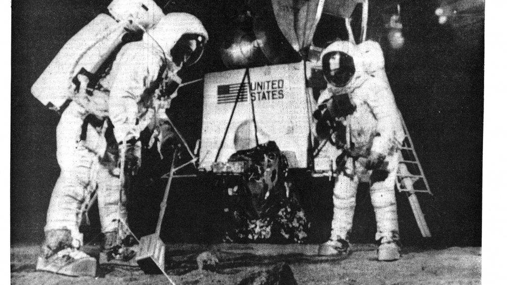 Quelques heures après l'exploit, «Le Nouvelliste» affiche déjà les détails du premier pas sur la Lune à sa une.