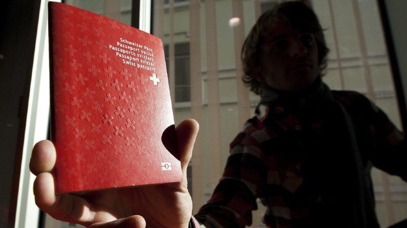 Naturalisation: dans quel canton le passeport suisse est-il le moins cher?