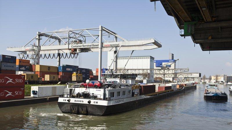 Un navire marchand a heurté deux ponts jeudi soir à Bâle. (Illustration)