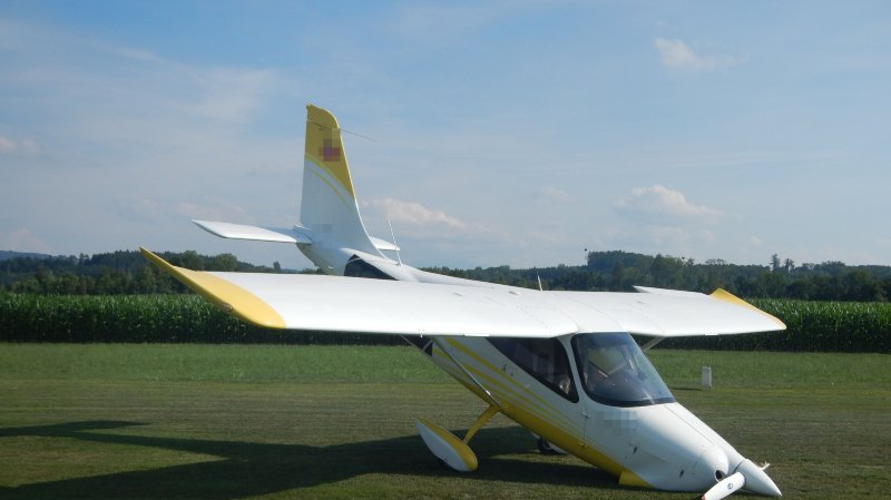 Le monomoteur à deux places a piqué du nez lors de l'atterrissage sur l'aérodrome de Sitterdorf (Thurgovie).