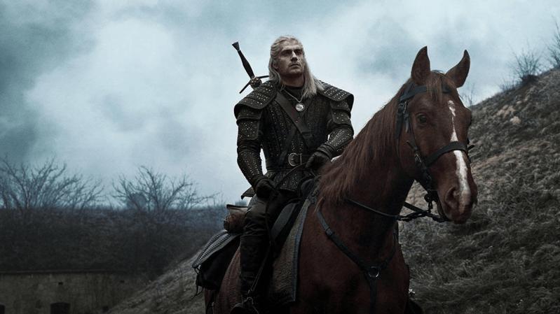 La série télévisée The Witcher inspirée de la saga littéraire du même nom met en vedette le