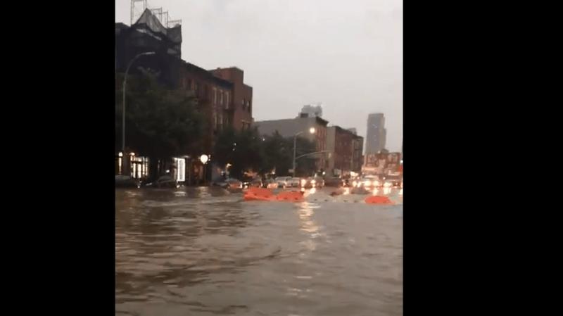 Etats-Unis: les rues de New York sous l'eau après des pluies diluviennes