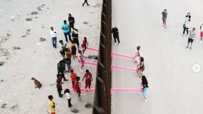 USA/Mexique: des balançoires installées sur le mur pour rapprocher les enfants des deux pays