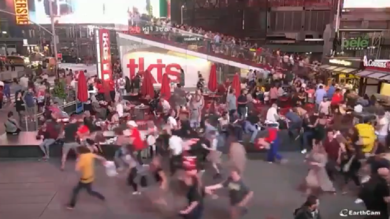 Les gens se sont mis à courir pour se mettre à l'abri.