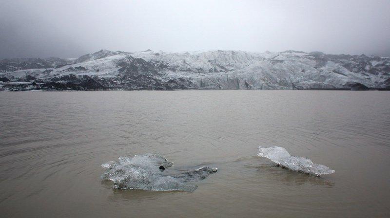 En honorant l'Okjökull, les chercheurs espèrent sensibiliser la population face au déclin des glaciers et aux effets du changement climatique.