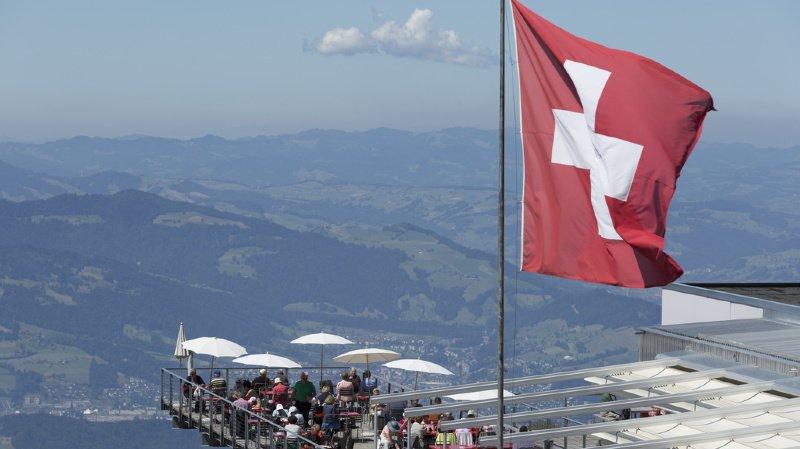 La frayeur d'un parapentiste, une maison pour un franc et la Fête des vignerons, l'actu suisse vue du reste du monde